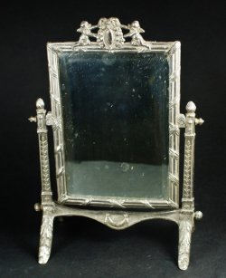 画像2:  小さな卓上鏡台