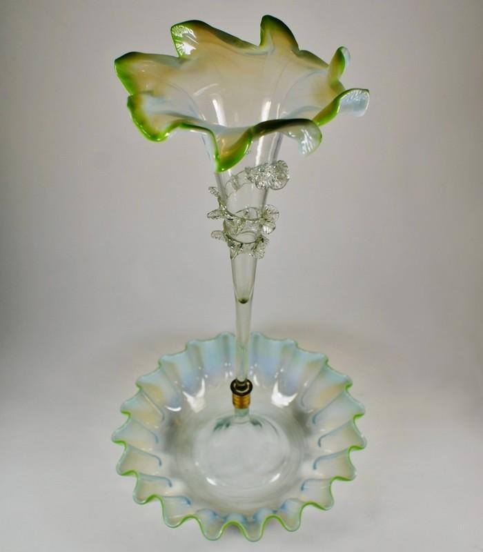 画像1: オパルセントガラスのコルネ型花器 (1)